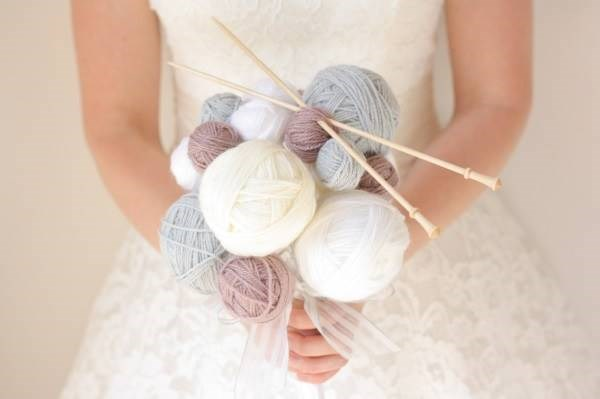Balls of wool and knitting needles bridal bouquet