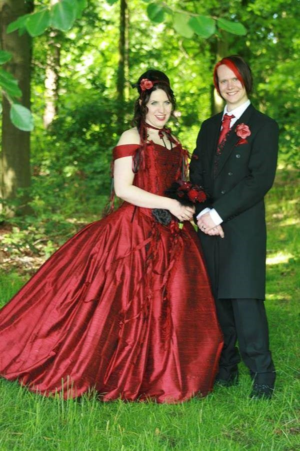Red and black themed wedding outfits.