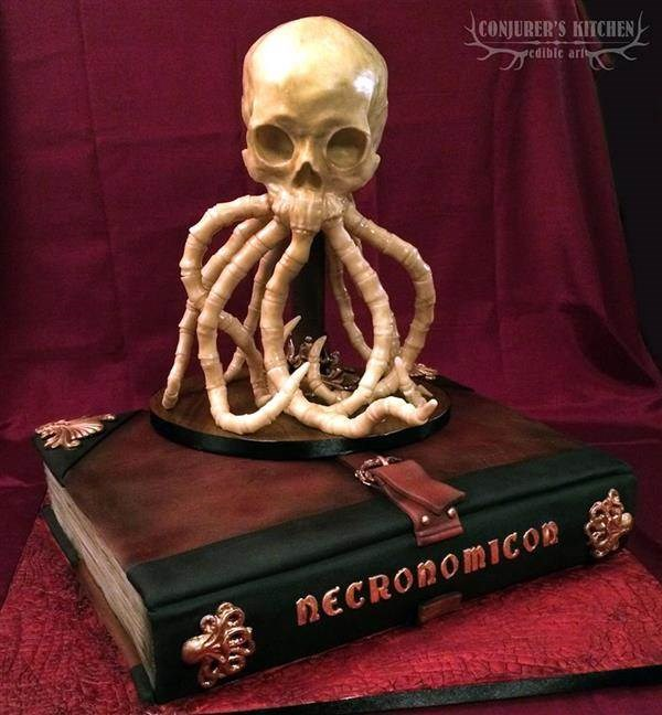 Lovecraft inspired cake by Conjurers Kitchen