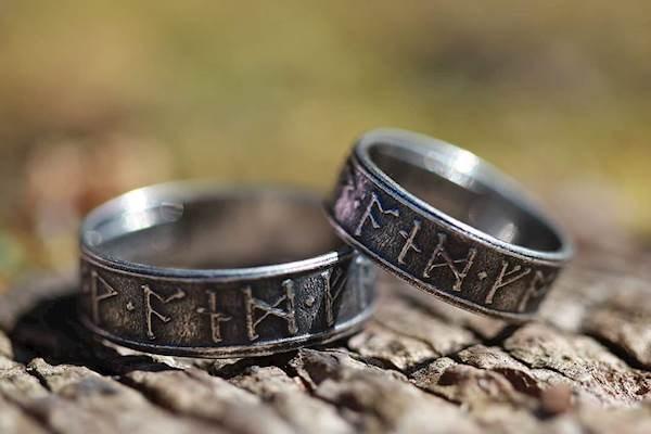 Alternative wedding rings from Sycamoon | Misfit Wedding