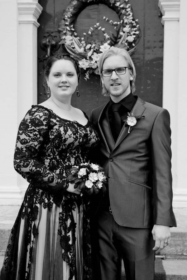 Danielle & Jeroen with their beautiful Jackdaw Decor bouquet.
