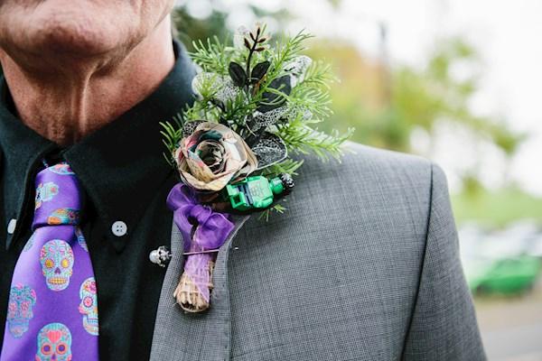 Alternative wedding buttonhole, photo by Lorna Lovecraft | Misfit Wedding