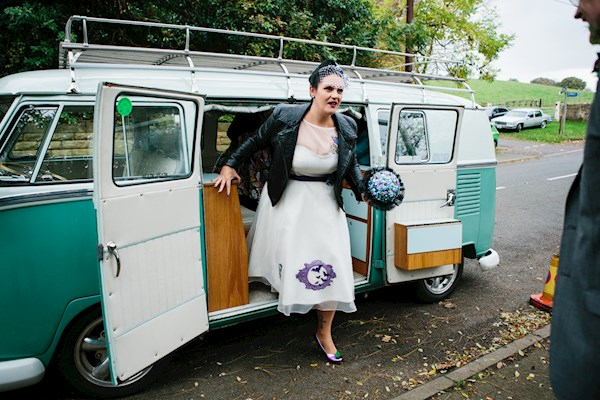 Bride arriving in style, photo by Lorna Lovecraft | Misfit Wedding