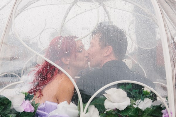 Stealing a kiss, photo by Lorna Lovecraft | Misfit Wedding