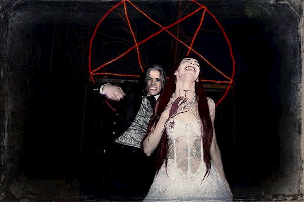 Drawing blood at a Satanic wedding | Misfit Wedding