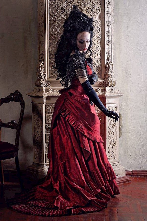 Red gothic wedding dress from Alice Corsets | Misfit Wedding