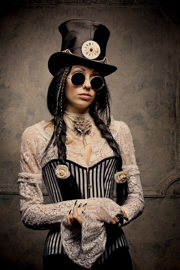 Steampunk outfit by Alice Corsets | Misfit Wedding