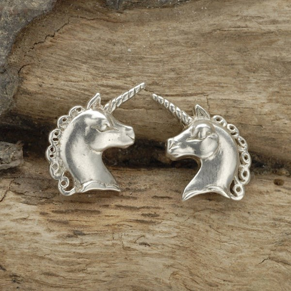 Sterling Silver unicorn cufflinks from Simon Kemp Jewellers | Misfit Wedding