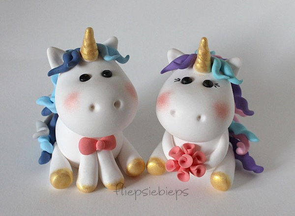 Custom made unicorn caketoppers from Fliepsiebieps | Misfit Wedding