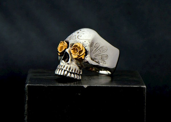 Day of the Dead sugar skull ring from Komeet Jewelry   Misfit Wedding