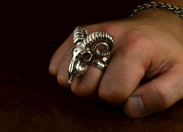 Sterling Silver ram's skull ring from Komeet Jewelry | Misfit Wedding
