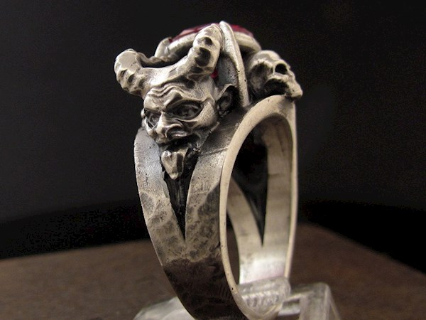 Satanist Devil Engagement / Wedding Ring from MySacrum | Misfit Wedding