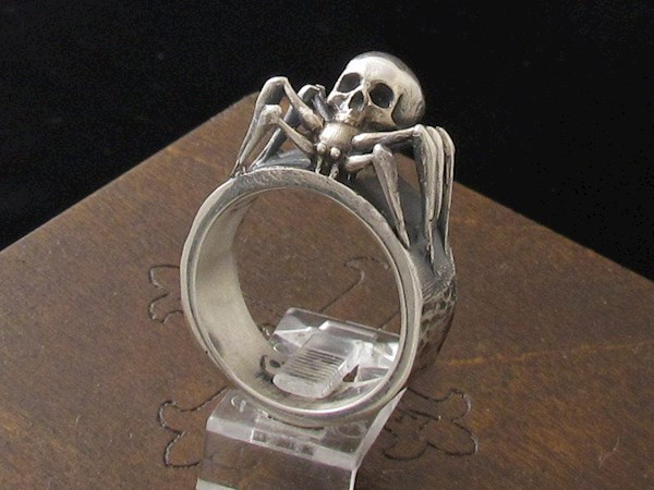 Creepy spider halloween wedding ring from My Sacrum   Misfit Wedding