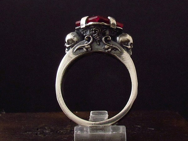 Skull engagement ring from My Sacrum   Misfit Wedding