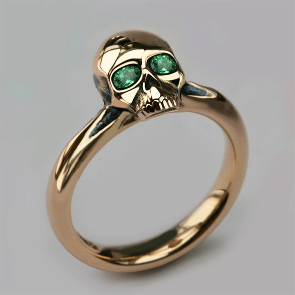 Small gold skull ring with Emerald eyes from Stephen Einhorn | Misfit Wedding