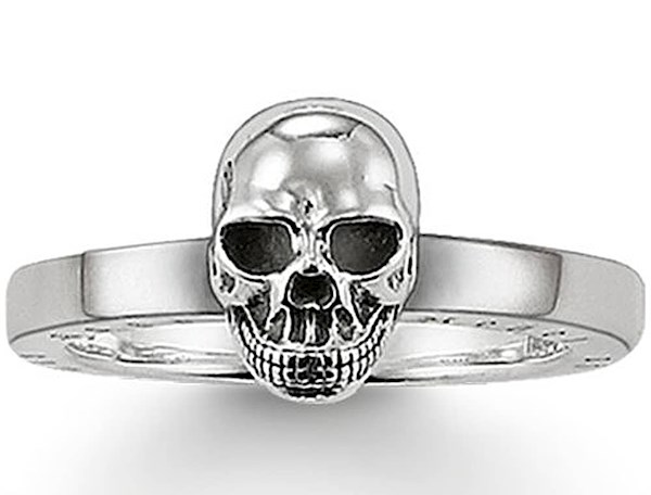 Simple Silver skull ring from Thomas Sabo | Misfit Wedding