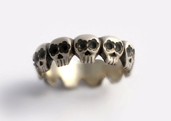 Day of the Dead style sugar skull ring from Ya Jewelry   Misfit Wedding
