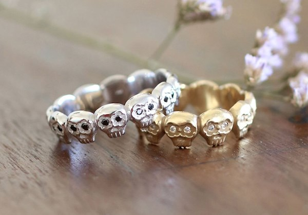 His and hers set of Day of the Dead wedding rings from Ya Jewelry | Misfit Wedding