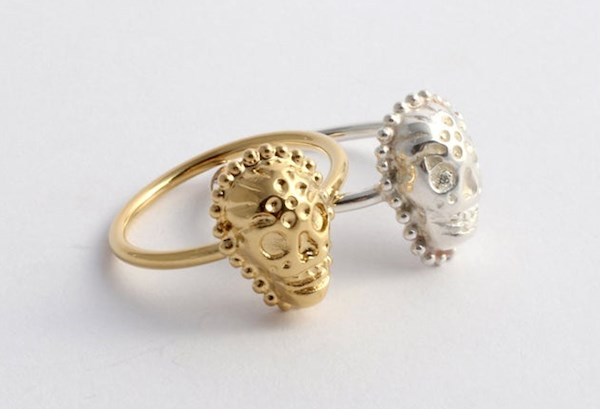 Alternative Day of the Dead skull rings from Ya Jewelry | Misfit Wedding