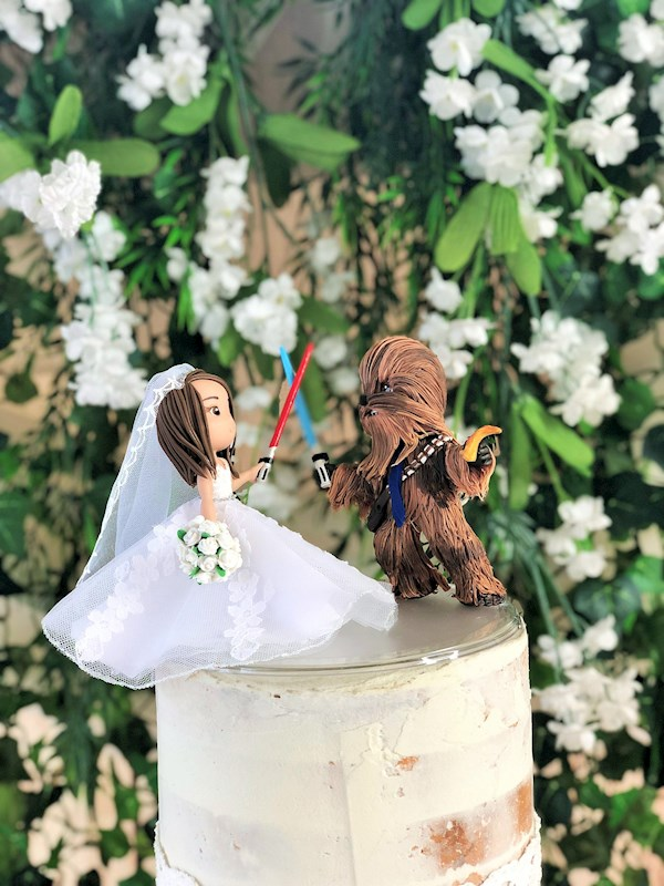 Star Wars wedding cake toppers from Playcraft | Misfit Wedding